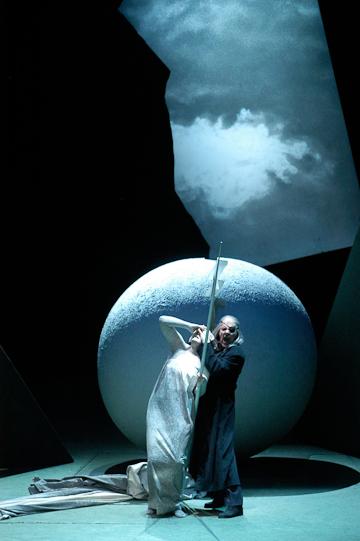 Siegfried, Act III: Wotan and Erda. Photo © Mattias Creutziger.