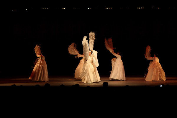 Jjieon Chum (The dance of shredded paper)