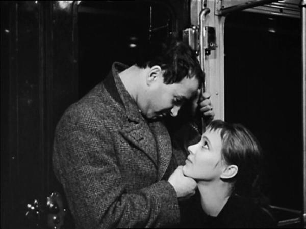 Métro comme mythologie: Arthur (Claude Brasseur) et Odile (Anna Karina) dans Bande à part de Jean-Luc Godard (1964)