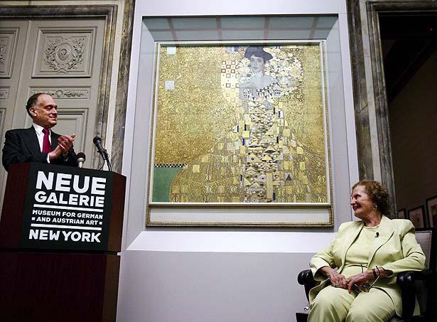 Ronald Lauder and Maria Altmann before Klimt's Portrait of Adele Bloch-Bauer