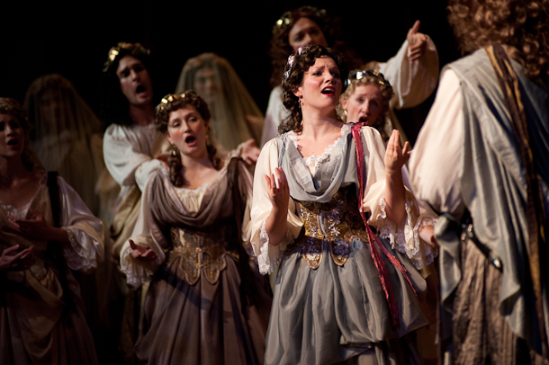 Mireille Asselin and cast. Photo André Costantini.