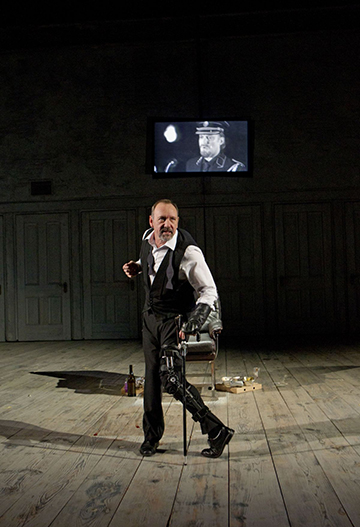 Kevin Spacey as Richard III at the Brooklyn Academy of Music - Harvey Theater. Photo Joan Marcus.