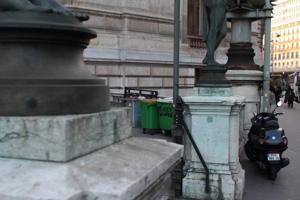 Poubelles, Opéra Garnier. Photo © Alan Miller 2012.