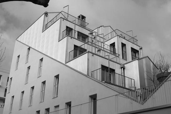 Logements (Stéphan Maupin), rue Rebière, Paris. Photo © 2012 Alan Miller.