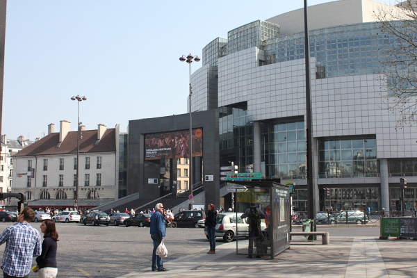 L'Opéra Bastille. Photo © Alan Miller 2012.