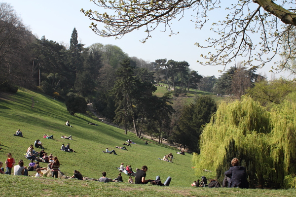 Parc des Buttes-Chaumont, late March. Photo © 2012 Alan Miller.