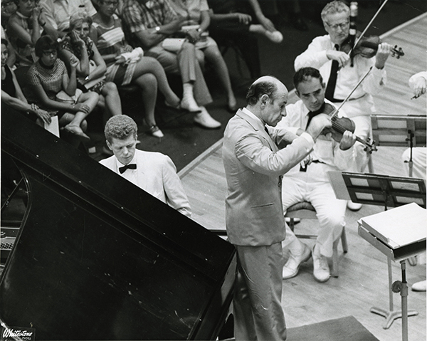 Van Cliburn and Erich Leinsdorf play Rach 3 (July 23, 1966).  Heinz Weissenstein, Whitestone Photo.