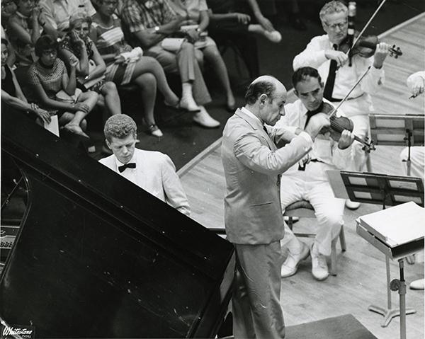 Van Cliburn and Erich Leinsdorf play Rach 3 (July 23, 1966).  Heinz Weissenstein, Whitestone Photo.