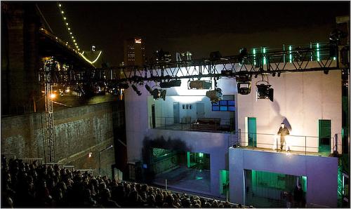 TR Warszawa's Macbeth by the Brooklyn Bridge