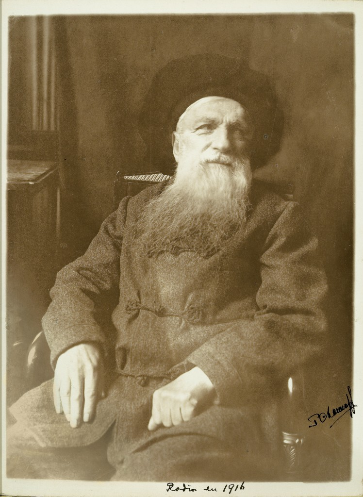 Pierre Choumoff (1872­1936), Auguste Rodin, 1916, gelatin silver print, 23.9 x 17.8 cm. The Montreal Museum of Fine Arts, gift of the Neil Shaw family.