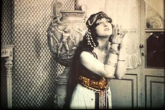 Lydia Borelli prompted by Mephistopheles in Nino Oxilia's Rapsodia Satanica