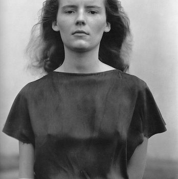 Charis, photo Edward Weston. Edward Weston Archive. Collection Center for Creative Photography. ©1981 Center for Creative Photography, Arizona Board of Regents.