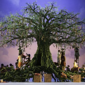 The Royal Ballet performs Christopher Wheeldon's 'The Winter's Tale'. Photo from roh.org.uk.