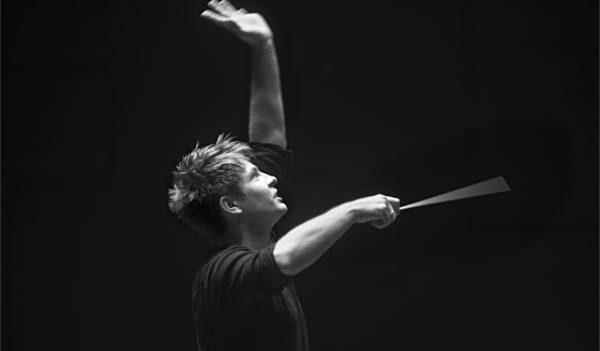 Krzysztof Urbański conducts. Photo by Maria Maślanka