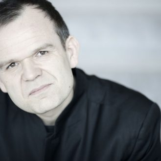 Conductor François-Xavier Roth. Photo Marco Borggreve.
