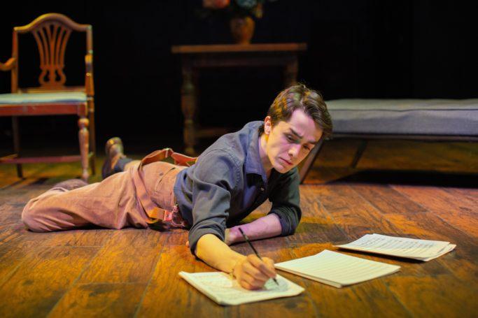 Dominic (Darwin del Fabro) composing. Photo Miguel de Oliveira.