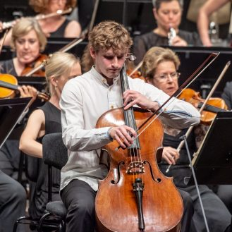 Andreas Brantelid playing with the Sydney Symphony. Photo René Jeppesen.